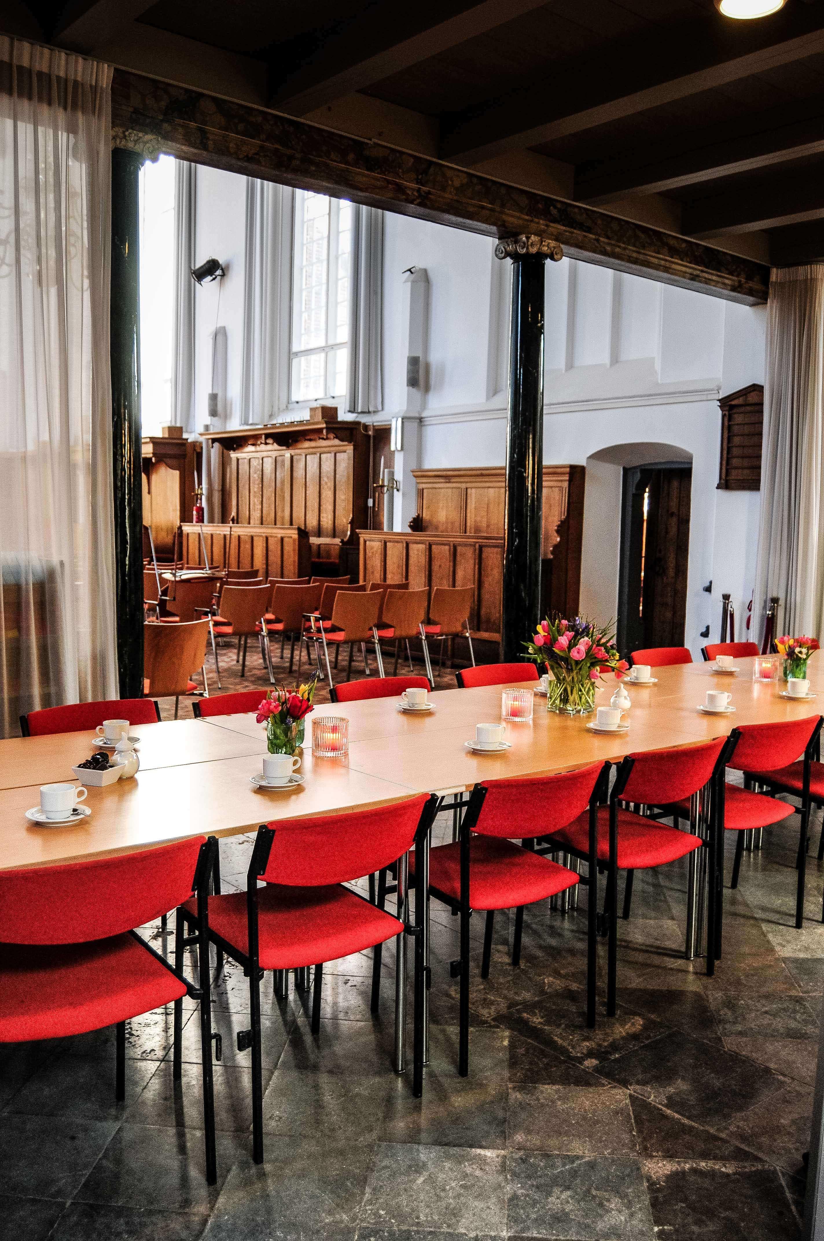 Vergadertafel Bergen Ruïnekerk Bergen NH